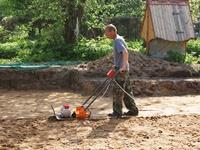 Трамбование песчаной подушки фундамента